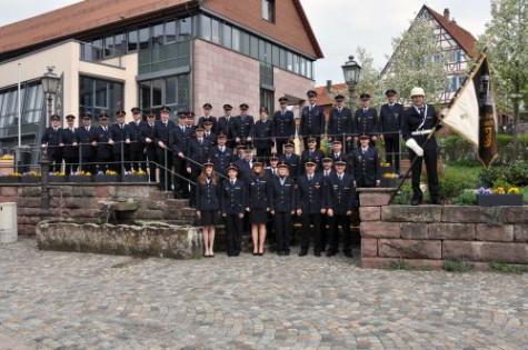 Gruppenbild am Rathaus Neubulach in Uniform